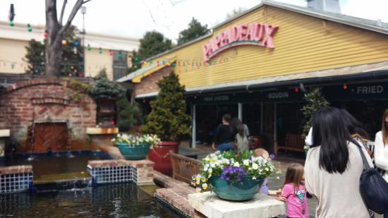 Pappadeaux Seafood Kitchen: Front entrance.