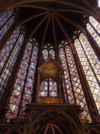 باريس, فرنسا: Vitrais da sobre capela.
