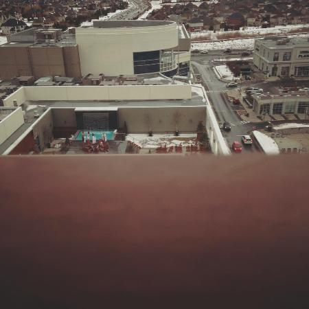 Alt hotel quartier dix30 photo de alt hotel quartier for Brossard piscine