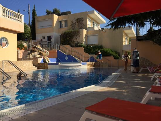 Les Tourelles: Das Schwimmbad im Sommer 2015