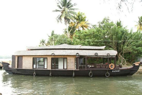 KTDC Lake Palace Thekkady: periyar Kerala India recommended driver taxi