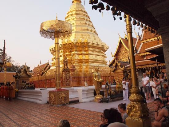 หลวงพ่อทันใจ - Picture of Wat Phra That Doi Kham (Temple ...