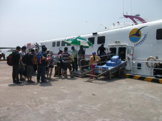 Ha Tien - Phu Quoc Boat Service: Travellers boarding Superdong VI for Phu Quoc at Ha Tien