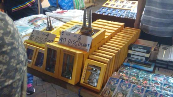 7 Maret 2016 Foto Salah Satu Penjual Souvenir Di Chinatown
