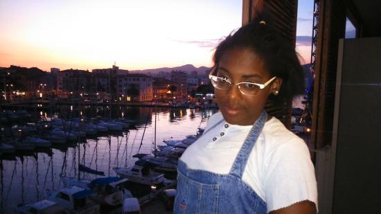 Kyriad Prestige Toulon - L S S M - Centre Port : Veiw from our room. Xxx