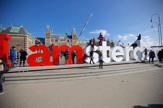 i am amsterdam sign: fotografía de museum quarter, Ámsterdam