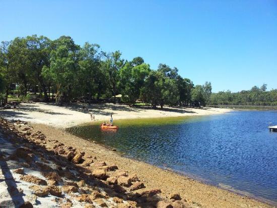 Lake Leschenaultia