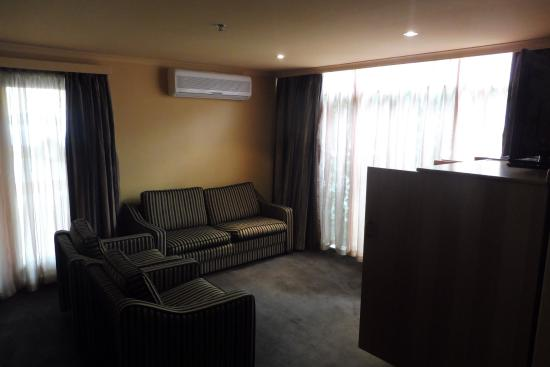 Wrest Point Motor Inn: Motor Inn Room Plus Lounge