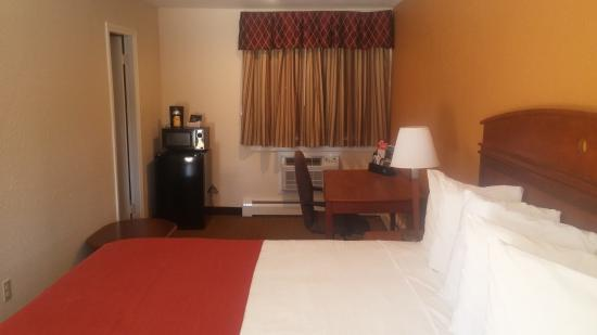 The Anchorage Inn - Rochester: King Bed