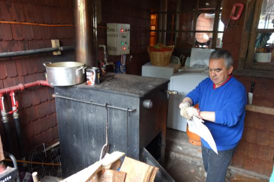 Hosteria Catalina: Hotel owner firing up the boiler system.