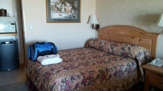 Lafayette's Oceanfront Resort: 0319161603_large.jpg