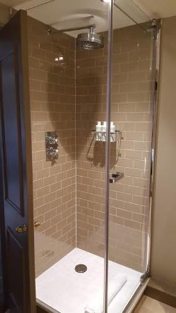 The Wheatsheaf Inn: shower