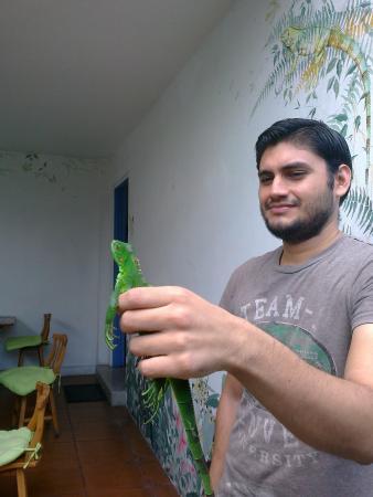 "Tangara Guest House : Johnny with ""mascota del casa"" (house pet)"