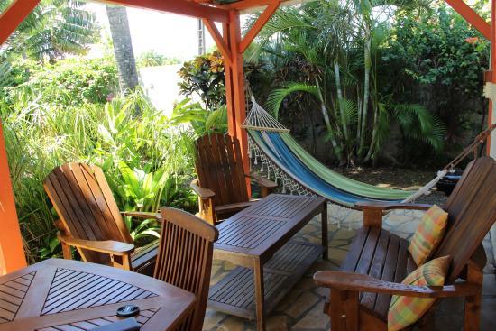 Les Jardins de Pointe Noire: terrasse gîte Ixora