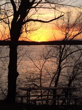 Kentucky Lakes / Prizer Point KOA: Sun setting over Lake Bakley