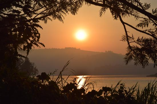 Bushara Island Camp: sunrise while walking around the island