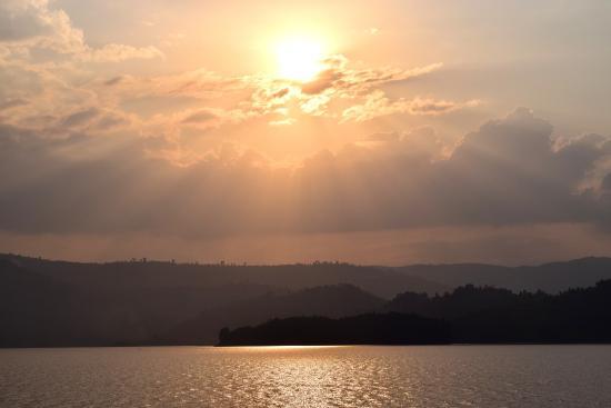 Bushara Island Camp: sunset while sitting on the dock
