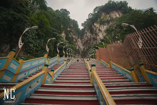 Un tramo de las escaleras para subir al templo picture for Escalera un tramo