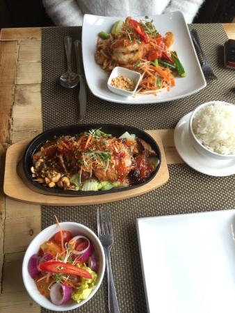 Giggling Squid Henley: Honey Duck and Butterfly King Prawn Pad Thai main dishes