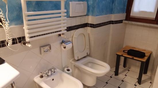 Hotel San Francesco: Bathroom