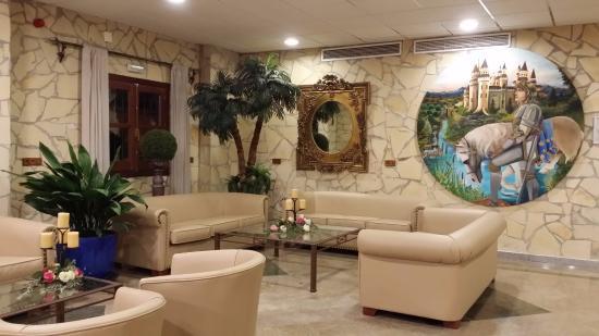 Hotel Plaza Del Castillo Photo