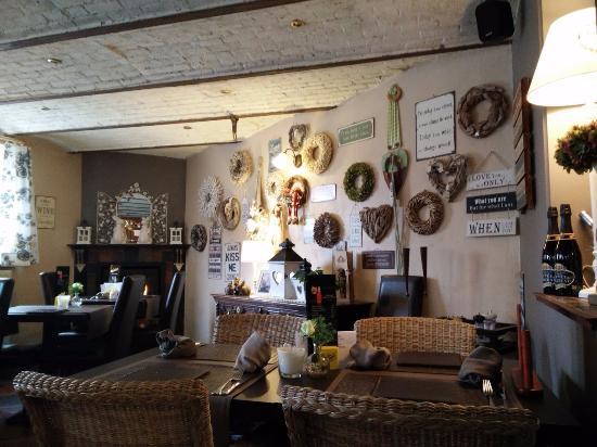Gezellig interieur.. met een echte houtstoof! - Foto van De Koperen ...