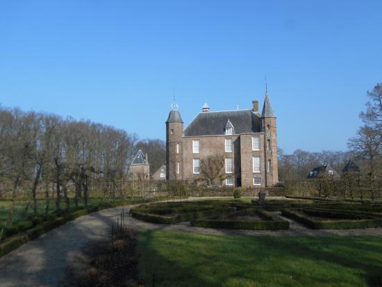 Slot Zuylen: The castle seen from outside.