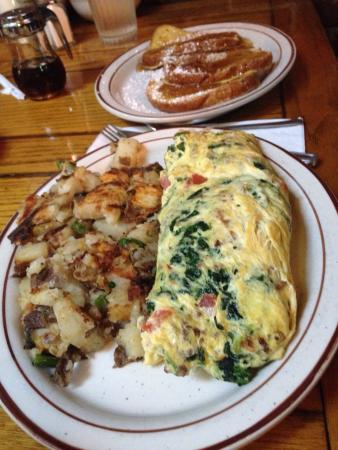Don Taylor's Omelette Express: Food is amazing  Service is awesome and they are very fast