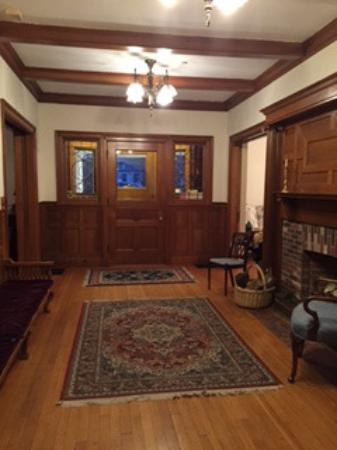 Governor's House in Hyde Park: Entryway room