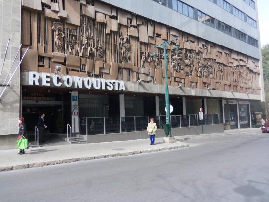 Hotel Reconquista: FACHADA DEL HOTEL MUY BONITOS LOS GRAVADOS