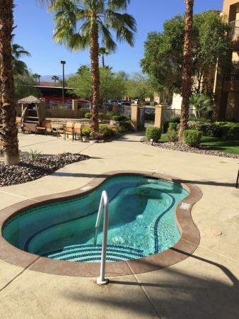 Courtyard Palm Desert - Great Location!