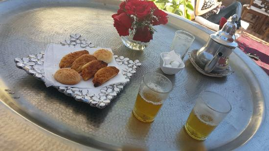 L'Heure d'Ete: Free mint tea on the roof terrace