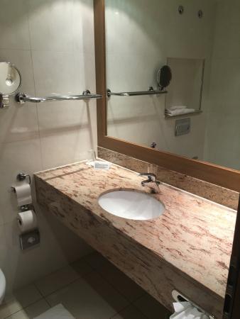 Holiday Inn Nürnberg City Centre: salle de bain