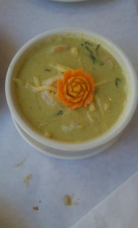 The Snail Thai Cuisine: Drunken noodle and Green Curry soup