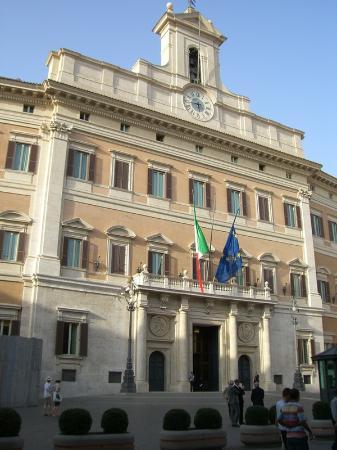 Esterno picture of palazzo di montecitorio sede della for Sede camera dei deputati roma