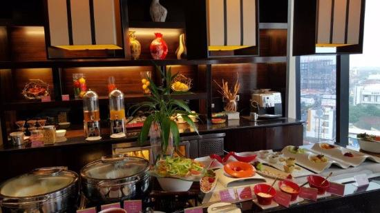 club lounge international breakfast picture of po hotels semarang rh tripadvisor ie