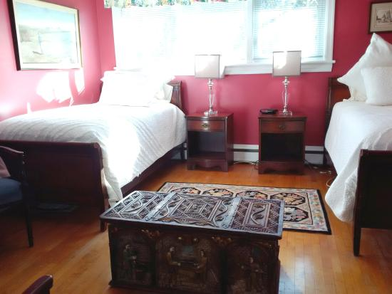 Fundy Heights B&B : Canterbury Room (Available with Manchester Room)