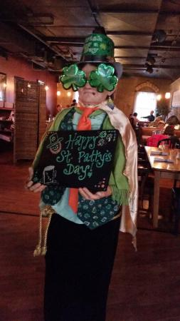 Pi Brick Oven Trattoria: They decorated for St Patrick's Day!