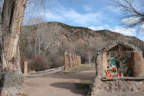 back garden area of santuario de chimayo picture of high road to rh tripadvisor com