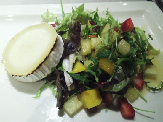 Tomino di capra con verdure e con frutta fotograf a de el for El jardin de l abadessa
