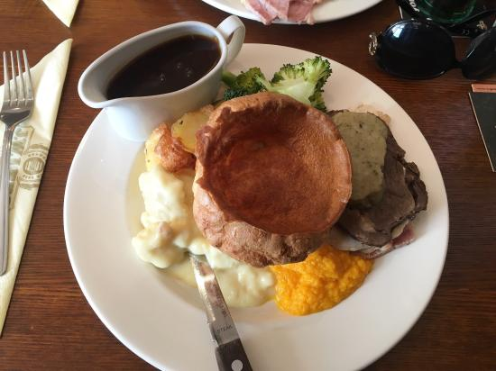 Duckworth Arms: Lovely Sunday roast and delicious dessert. Will be going back for sure.