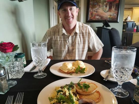 Cameo Heights Mansion Bed & Breakfast: Breakfast