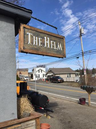 Greenwood Lake, Nowy Jork: The sign out front, with their meat smoker just beyond it
