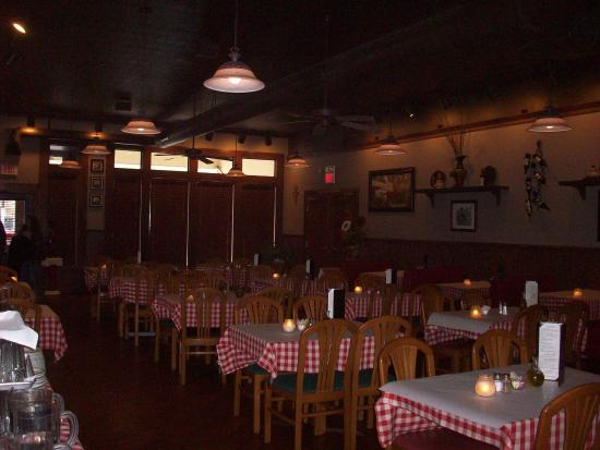 Bella Italia Ristorante: Low lighting in the evening makes this a romantic dining experience.