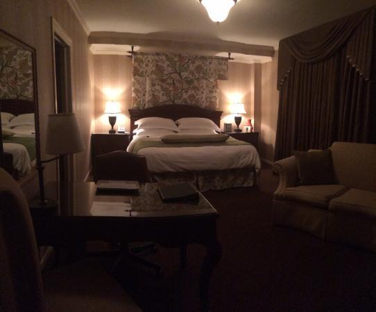 The Talbott Hotel: Spacious room