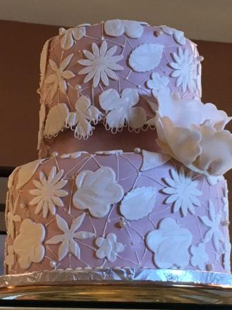 Daube's Cakes and Bakery: Example of intricate cake decoration