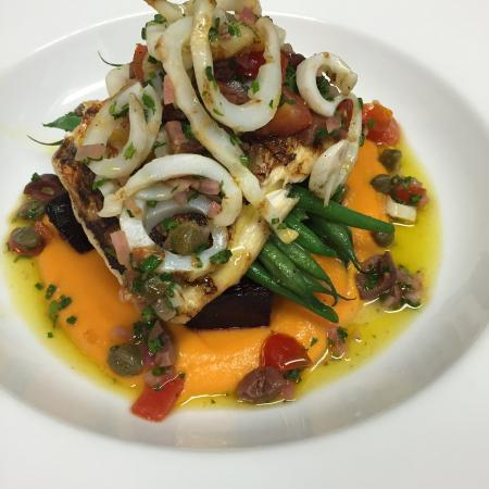 Sel Gras Restaurant: Grilled Red Snapper, carrot and ginger puree, red beet confit with green beans.   Sauce vierge w