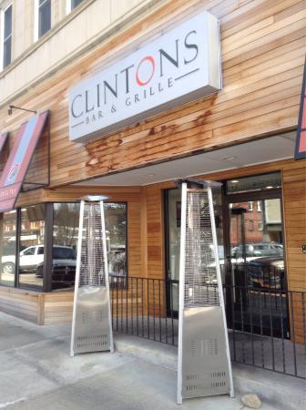 Clinton's Bar & Grille