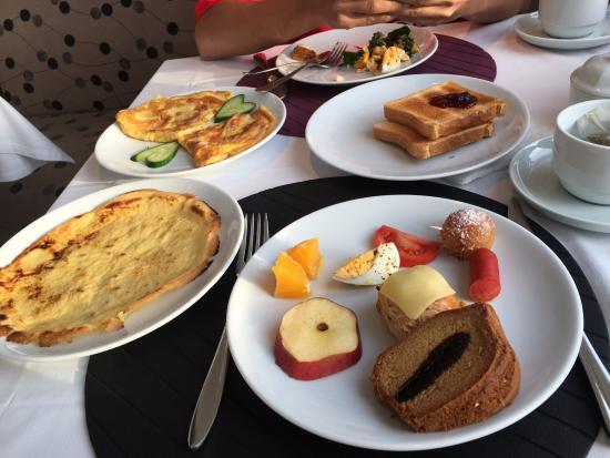 Ambassador Hotel: Breakfast time
