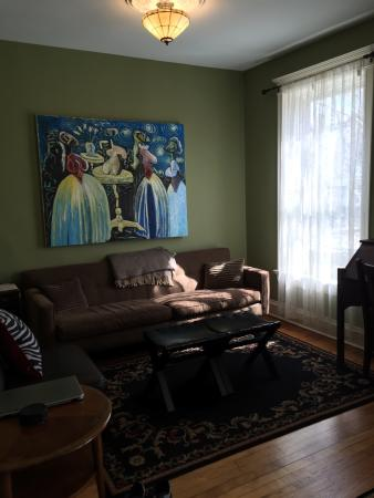 Chicago Guest House: photo1.jpg